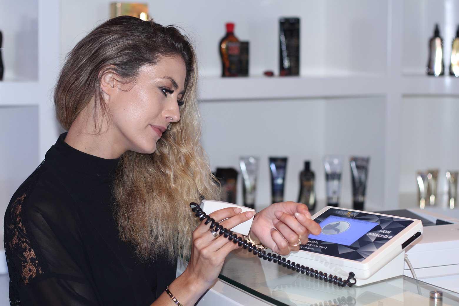 girl trying skin analyser